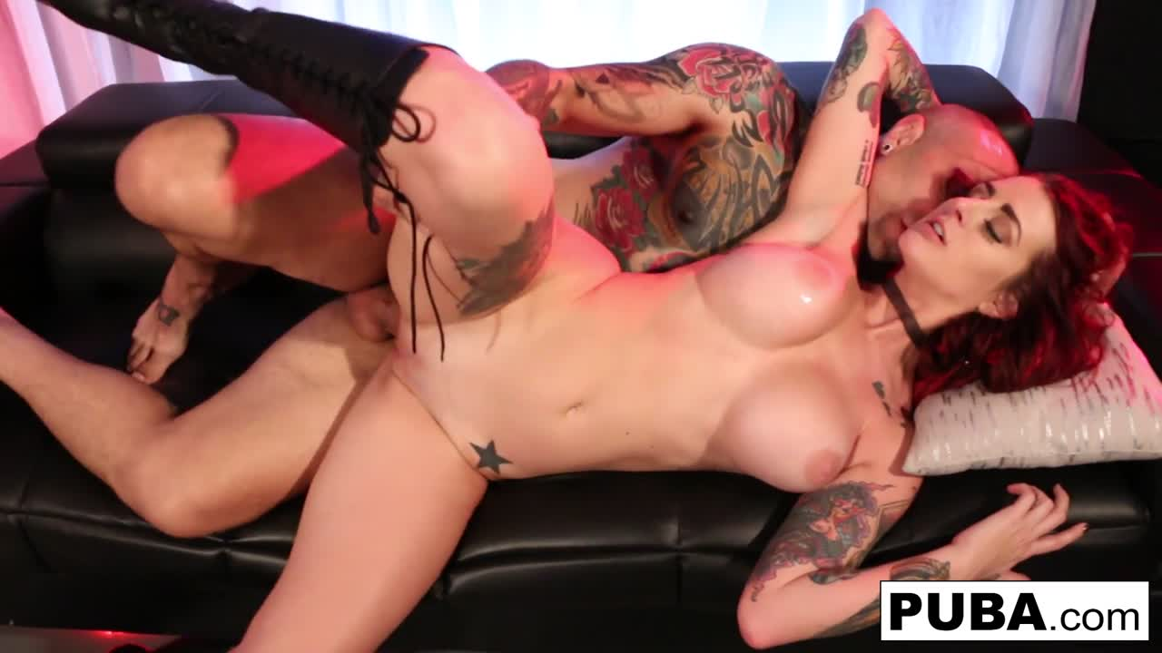 Hot boning with a tattooed couple