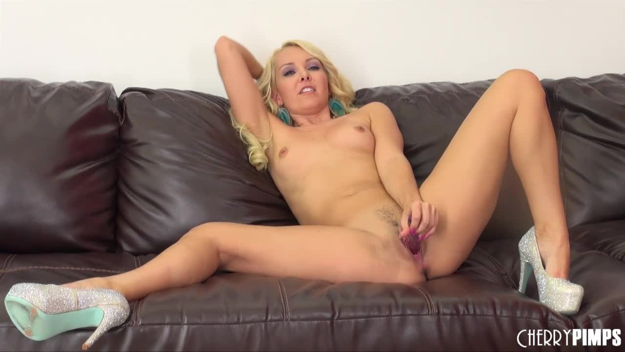 Sex Show with Gorgeous Aaliyah Love