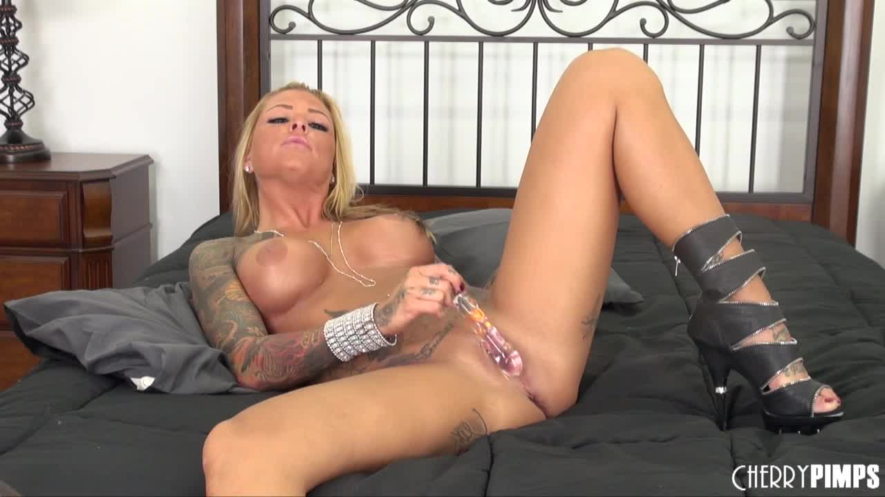 Blonde star Britney Shannon Solo LIVE Sex Show!