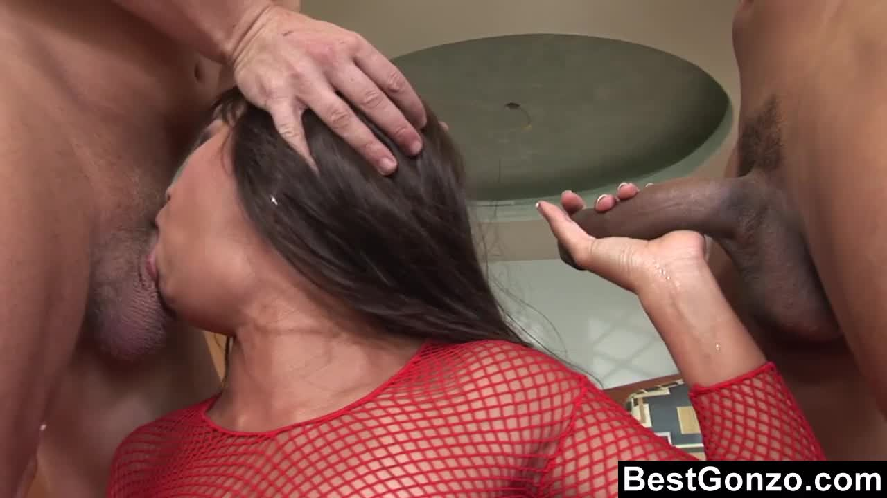 Her first dp scene really makes her cum very hard
