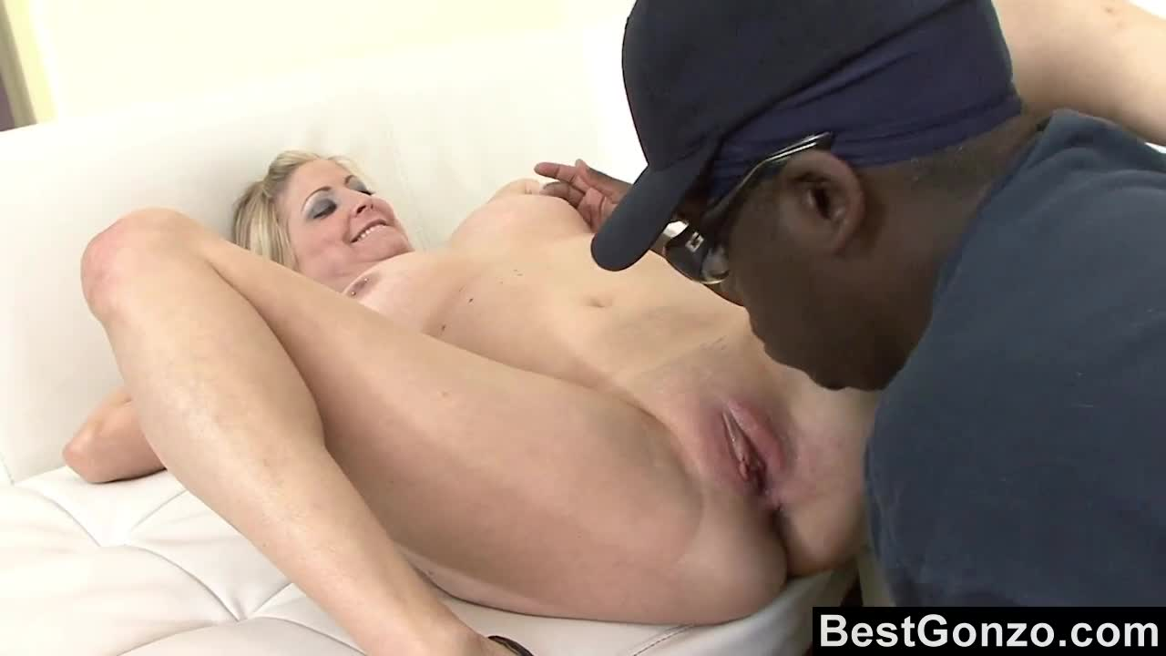 Lya Pink spreads her milf's pussy for Rico Shades